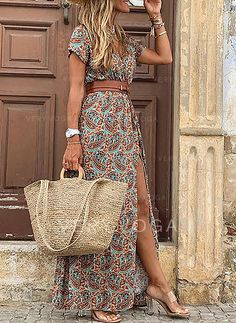 Boho outfit, bohemian dress for holidays Boho Fashion, Fashion Outfits, Boho Outfits, Dress Outfits, Mode Boho, Maxi Robes, Vacation Dresses, Mode Style, Boho Dress
