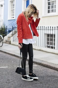 Camille Over the Rainbow fashion blogger, style, suede jacket, sneakers, black and white, jeans, denim