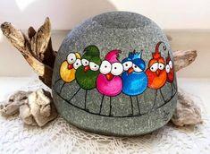 😍😉🌷🌿🌻🎨 . . ◀️جهت سفارش به دایرکت مراجعه بفرمایید✔… Rock Painting Designs, Paint Designs, Heart Shaped Rocks, Craft Day, Owl Bird, Kid Rock, Rock Crafts, Pebble Art, Stone Art