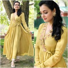Looks to get Hook Of - AwesomeLifestyleFashion As glitter as it could be What a glamorous and beautiful look for a co. Kurti Neck Designs, Kurta Designs Women, Kurti Designs Party Wear, Indian Gowns Dresses, Pakistani Dresses, Indian Wedding Outfits, Indian Outfits, Bridal Outfits, Stylish Dresses