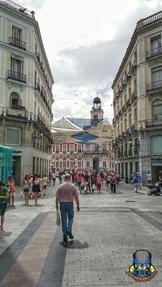 Calle Preciados. Comienza en la Puerta del Sol