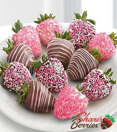 Shari's Berries™ Limited Edition Chocolate Dipped A Baby Girl!- Shari's Berries™ Limited Edition Chocolate Dipped A Baby Girl! Strawberries – … Shari's Berries™ Limited Edition Chocolate Dipped A… - Yummy Treats, Delicious Desserts, Sweet Treats, Pink Treats, Valentines Day Treats, Holiday Treats, Valentine Gifts, Valentine Desserts, Funny Valentine