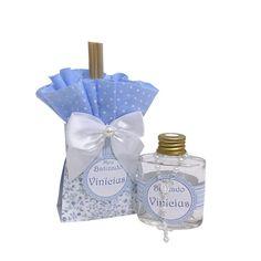 Aromatizador de ambiente em frasco de vidro com mini terço em embalagem Elegance.