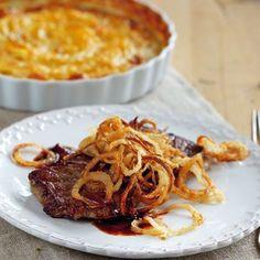 Der Klassiker wird hier mit einem köstlich-cremigen Kartoffelgratin serviert - eine wunderbare Kombination.