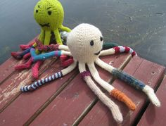 Free knitting pattern for Socktopus sock wearing octopus and more sea animal knitting patterns at http://intheloopknitting.com/sea-animal-knitting-patterns/