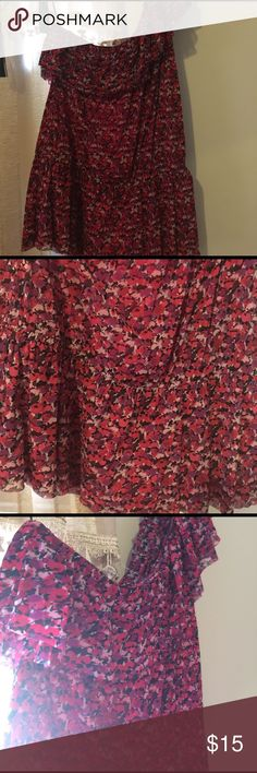 Express off shoulder top Floral express size Large off one shoulder top in excellent used condition! Express Tops