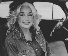 Dolly Parton before she has her clown make up. Wow she used to be really beautiful