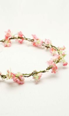 Our favorite this week is this adorable bright pink woodland wedding wreath! Loving the light and fresh color! Wouldn't it just be darling for a wedding on a summer's eve? Floral Garland, Flower Garlands, Flower Crowns, Crown Flower, Woodland Flowers, Flower Hair Accessories, Flower Jewelry, Wedding Wreaths, Festival Wedding