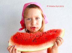 Mia figlia è golosa di anguria .Estate 2015 .Foto di Violeta Dyli