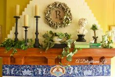 Creating a summer mantel decor around three versatile decorative items that can be embellished each season.
