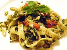 Tagliatelli de legumes com sementes de girassol e pevides de abóbora