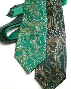 Coucou ! J'ai découvert cet article génial sur Etsy, sur http://www.etsy.com/fr/listing/71723110/circuit-board-geek-tie-metallic-copper