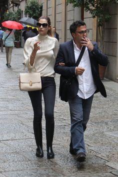 Italian Street, Bianca Balti, Videos Funny, Victoria Secret, Street Style, Shorts, Womens Fashion, How To Wear, Jackets