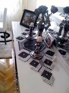 Siparis alinir Bead Crafts, Diy Crafts, Cutwork Embroidery, Dining Decor, Canvas Designs, Blue Pillows, Plastic Canvas Patterns, Salons, Coasters