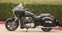 2013-victory-cross-country-bagger-looks