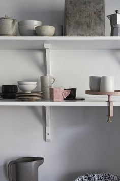 Small and simple home with great accessories - via Coco Lapine Design