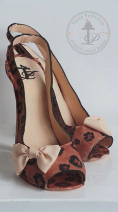 Here's our top 5 tips for creating a stiletto cake design for the discerning fashionista…Craftsy