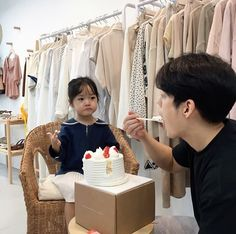 ulzzang kids by: Cute Asian Babies, Korean Babies, Asian Kids, Cute Babies, Ulzzang Kids, Ulzzang Korea, Ulzzang Couple, Father And Baby, Dad Baby