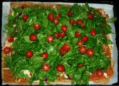 Pizza de centeno con rúcula y jamón serrano