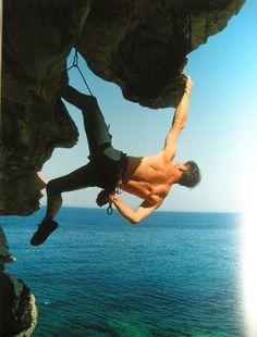 Klettern macht mir Spaß. Im Frühling, Sommer und Herbst gehe ich draußen klettern. Im Winter klettere ich in einer Kletterhalle.