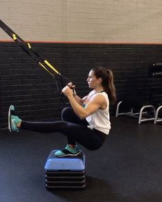 TRX circuit! 1. 15 reps 2. 40seconds 3. 15 reps 4. 40seconds 3-5 rounds #alexiaclark #queenofworkouts #trxworkout #trx #fitgirl…