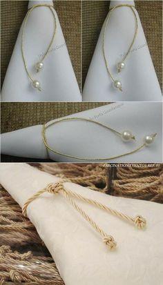 Lazo dorado con delicadas perlas