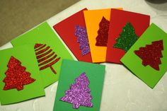 Christmas Crafts | Christmas Tree Cards | Check out our glittery Christmas Tree Cards we crafted this year.