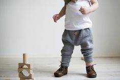 Ministrikk's baggy trousers is the new spring favourite for supercool boys and girls. For toddlers as well as for older kids. Make them in a lush cotton/wool mi