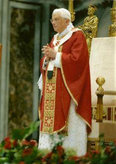 Benedicto Romano Episcopo Successori Petri Gregis Christi unitatem exprimenti: robur et concordia Spiritus!