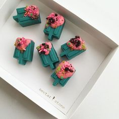 Nectar and Stone Chocolate Favors, Chocolate Brands, Dessert Drinks, Dessert Table, Nectar And Stone, Eat Pretty, Artisan Chocolate, Cute Desserts, Food Photography Styling