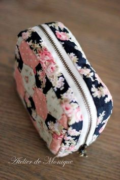 Pouch Tutorial Sewing Projects Sewing Crafts Diy Bags No Sew Cute Pencil Case Diy Back To School Cute School Supplies Quilted Bag Fabric Bags Pochette Diy, Cute Pencil Case, School Accessories, Crochet Diy, Creation Couture, Pen Case, Pouch Bag, Pouches, Fabric Bags