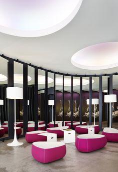 Lobby im Hotel Hamburg Number One Hotels, Outdoor Furniture, Outdoor Decor, Number One, Home Decor, Hamburg, Decoration Home, Room Decor, Home Interior Design