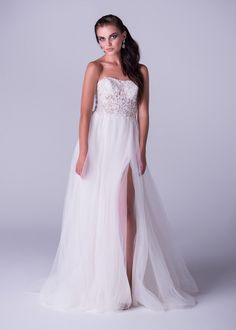 Viola Chan wedding dress, A line strapless tulle gown with slit