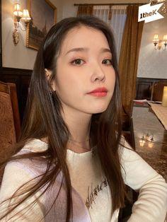 Iu Short Hair, Asian Short Hair, Short Hair Styles, Korean Celebrities, Korean Actors, Korean Actresses, Asian Actors, Iu Twitter, Cute Korean Girl