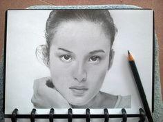 Sketsa wajah Chelsea islan pensil di kertas A5
