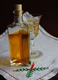 Limoncello, Hungarian Recipes, Gourmet Gifts, Wine Decanter, Preserves, Liquor, Barware, Perfume Bottles, Food And Drink