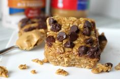 These No Bake Peanut Butter Oatmeal Bars are the perfect quick breakfast or afternoon snack. Healthy and delicious!