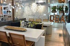 Sala de jantar!  #decoracao #decoração #decor #sala #living #quadro #quadros #frases #casamento #casar #casando #bomdia #sol #manha #terça #viver #morar #sonhando #amarelo #parede #cor #chique #chic #cozinha #mesa #noiva #detalhes #amei #amando #lookdodia
