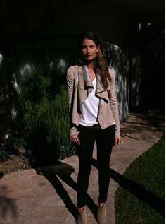 8a143f8770d1 Lily Aldridge s fashion and style choices