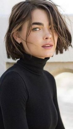 Tendance coiffure 2021 : pourquoi on va vouloir adopter les cheveux courts cette année - Grazia.fr Short Hairstyles For Women, Cute Hairstyles, Braided Hairstyles, Updo Hairstyle, Wedding Hairstyles, Hair Inspo, Hair Inspiration, Hair Crimper, Natural Hair Styles