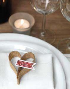 Jute-Herz als Gastgeschenk für die Hochzeitsgäste – the perfct little favor for a rustic barn wedding: a jute heart – www.weddingstyle.de