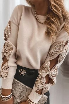 Casual v-neck pullover sweater, stretchy and lightweight, Classy high quality fabric,very soft to touch and wear. #sequinsweater #LongSleeveSweater #WinterSweaters#pullovertops #loosesweatersforwomen Casual Sweaters, Long Sweaters, Sweaters For Women, Trend Fashion, Look Fashion, Fast Fashion, Modern Fashion, Chic Type, Sequin Sweater