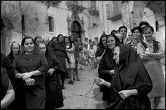 Henry Cartier-Bresson si recò due volte in Lucania, per un reportage fotografico: nel 1951-52 e nel 1973. Qui alcune foto.