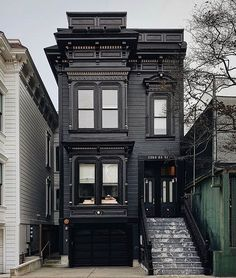 Victorian Homes Exterior, Black House Exterior, Victorian Architecture, Art And Architecture, Victorian Houses, Neoclassical Architecture, San Francisco Architecture, Loft Interior, Casas The Sims 4