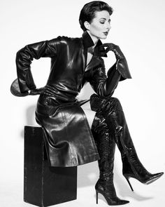 For the love of a woman in a leather coat Sexy Stiefel, Leder Outfits, Latex Girls, Leather Trench Coat, Gothic Steampunk, Sexy Boots, Leather Gloves, High Heel Boots, Gothic Fashion