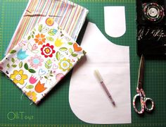 To cut out details of bags: 2 details of the front, 2 details lining, 2 pocket details, 2 details strap. When cutting, do not forget about the Bag Pattern Free, Bag Patterns To Sew, Sewing Patterns, Sewing Tutorials, Sewing Projects, Diy Bags No Sew, Braid Quilt, Quilted Handbags, Fabric Purses