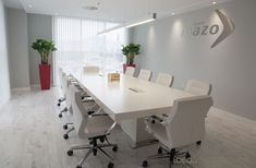 Beau Diseno De Interiores En Valencia Business Office Decor, Corporate Office Design, Modern Office Design, Room Interior Design, Furniture Design, Office Ceiling, Workspace Design, Recycled Furniture, Home Staging