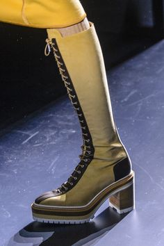 Hermès at Paris Fashion Week Fall 2017 - Details Runway Photos Fall Shoes, Shoes Heels Boots, New Shoes, Bootie Boots, Hermes Boots, My Style Bags, Gladiator Boots, Plastic Shoes, Shoes 2017