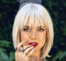 Bobbed Hairstyles With Fringe, Haircuts For Fine Hair, Short Bob Hairstyles, Pretty Hairstyles, Pelo Guay, Blonde Hair With Fringe, Medium Hair Styles, Curly Hair Styles, Bob Rubio