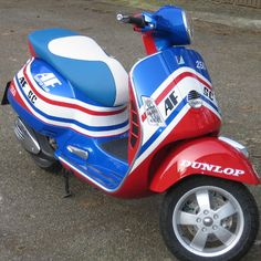 Motor Scooters, Vespa Scooters, Vespa Et2, Motorcycle Manufacturers, Car Wheels, Custom Paint, Bike, Gears, Armed Forces